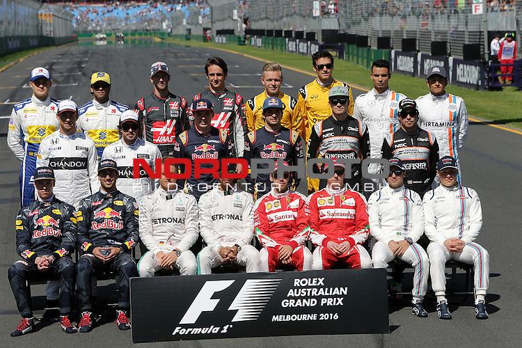 20.03.2016. Albert-Park-Circuit, Melbourne,  AUS, F1, Formula 1 Rolex Australien Grand Prix,  Race01 im Bild   <br /> Gruppen aller Formel 1 Fahrer f&uuml;r die Saison 2016:<br /> Hintere Reihe von i. nach r.:Marcus Ericsson (SWE#9) Sauber F1 Team,Felipe Nasr (BRA#12) Sauber F1 Team,Romain Grosjean (FRA#8), Haas F1 Team,Esteban Gutierrez (MEX#21), Haas F1 Team,Kevin Magnussen (DEN#20) Renault Sport F1 Team,Jolyon Palmer (GB#30) Renault Sport F1 Team,Pascal Wehrlein (GER#94), Manor Racing MRT,Rio Haryanto (IND#88), Manor Racing MRT<br /> Mitte von l. nach r.: Jenson Button (GB#22), McLaren Honda Formula 1 Team,Fernando Alonso (SPA#14), McLaren Honda,Max Verstappen (NEL#33), Scuderia Toro Rosso,Carlos Sainz Jr. (SPA#55), Scuderia Toro Rosso,Niko H&uuml;lkenberg (GER#27), Sahara Force India Formula One Team,Sergio Perez (MEX#11) Sahara Force India F1 Team.<br /> Vordere Reine von l. nach r.: Daniil Kvyat (RUS#26), Infiniti Red Bull Racing,Daniel Ricciardo (AUS#3), Infiniti Red Bull Racing,Nico Rosberg (GER#6), Mercedes AMG Petronas Formula One Team,Lewis Hamilton (GB#44), Mercedes AMG Petronas Formula One Team,Sebastian Vettel (GER#5), Scuderia Ferrari,Kimi Raikkonen (FIN#7), Scuderia Ferrari,Felipe Massa (BRA#19), Williams Martini Racing,Valtteri Bottas (FIN#77), Williams Martini Racing<br /> <br /> <br /> Foto &copy; nordphoto /  Bratic