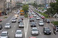 SAO PAULO, SP, 29.11.2013 - TRANSITO - Transito intenso na na avenida Radial Leste sentido bairro tarde desta sexta-feira, 29 (Foto: Vanessa Carvalho / Brazil Photo Press).