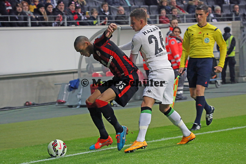 Bamba Anderson (Eintracht) gegen Thorgan Hazard (Gladbach) - Eintracht Frankfurt vs. Borussia Mönchengladbach, DFB-Pokal 2. Runde, Commerzbank Arena