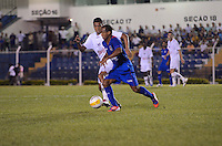 SAO CAETANO DO SUL, SP, 16 FEVEREIRO 2013 - CAMPEONATO PAULISTA - SAO CAETANO X BRAGANTINO - Lance durante  partida contra o BRAGANTINO em partida valida pelo Campeonato Paulista, no Estadio Anacleto campannela no ABC Paulista, neste domingo. (FOTO: ADRIANO LIMA / BRAZIL PHOTO PRESS).