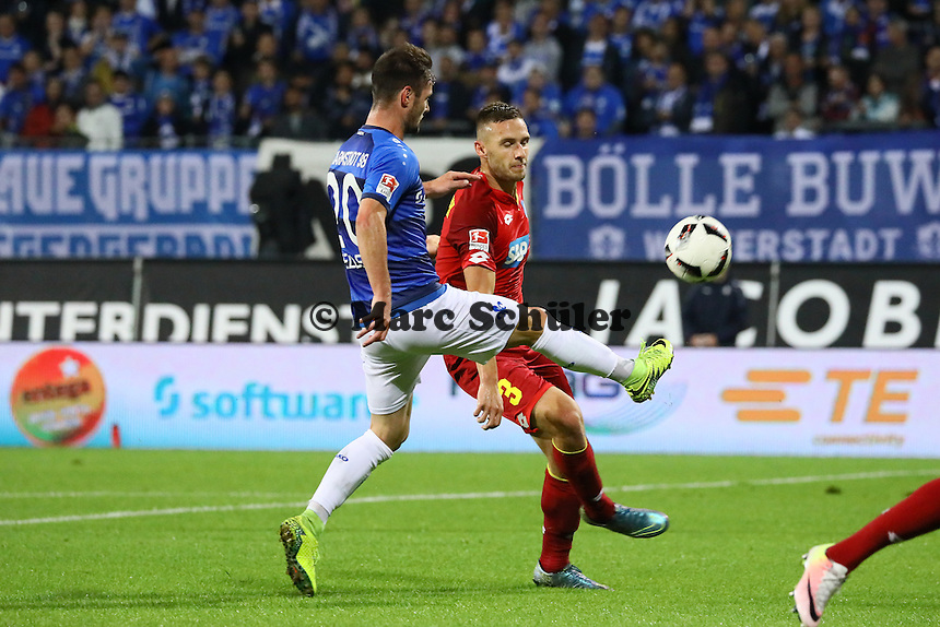 Marcel Heller (SV Darmstadt 98) gegen Pavel Kadebarek (TSG 1899 Hoffenheim) - SV Darmstadt 98 vs. TSG 1899 Hoffenheim, Johnny Heimes Stadion am Boellenfalltor