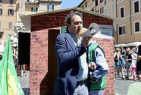 Roma, 17 Maggio 2017<br /> Angelo Bonelli.<br /> Conferenza stampa del Partito dei Verdi contro l'abusivismo e costruzione di una casetta di legno davanti al Pantheon per protestare contro la legge Blocca demolizioni abusive in discussione al Senato.