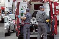 SAO PAULO, SP, 04.08.2014 - ACIDENTE TRANSITO - CAPOTAMENTO - Um capotamento deixou duas pessoas feridas na Rua 2 de Julho com Cipriano Barata no Ipiranga regiao sul de Sao Paulo, nesta quinta-feira, 04. (Foto: Carlos Pessuto / Brazil Photo Press).