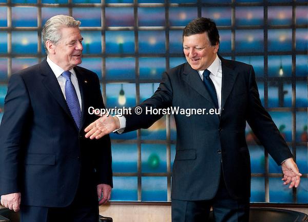 Brussels-Belgium, April 17, 2012 -- José (Jose) Manuel BARROSO (ri), President of the European Commission, welcomes Joachim GAUCK (le), President of the Federal Republic of Germany -- Photo: © HorstWagner.eu