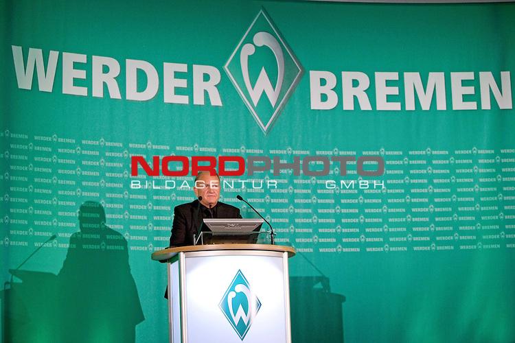 FBL 2008/2009 SV Werder Bremen<br /> <br /> Jahreshauptversammlung und Mitgliederversammlung SV Werder Bremen.<br /> <br /> J&uuml;rgen Ludger Born (Gesch&auml;ftsf&uuml;hrung Finanzen und &Ouml;ffentlichkeitsarbeit Werder Bremen) am Rednerpult.<br /> <br /> Foto &copy; nph (  nordphoto  ) *** Local Caption ***