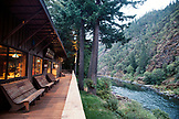 USA, Oregon, Wild and Scenic Rogue River in the Medford District, exterior and deck at the Paradise Lodge