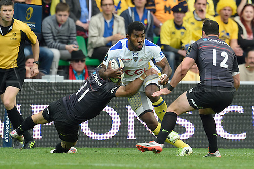 18.04.2015. Clermont-Ferrand, Auvergne, France. Champions Cup rugby semi-final between ASM Clermont and Saracens.   Noa Nakaitaci (asm) sidesteps the tackle from Chris Wyles and Brad Barritt (saracens)