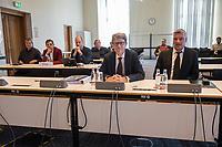 4. Sitzung des 2. Untersuchungsausschusses <br /> der 18. Wahlperiode des Berliner Abgeordnetenhaus - &quot;BER II&quot; - am Freitag den 12. Oktober 2018.<br /> Der Ausschuss soll die Ursachen, Konsequenzen und Verantwortung fuer die Kosten- und Terminueberschreitungen des im Bau befindlichen Flughafens &quot;Berlin Brandenburg Willy Brandt&quot; aufklaeren.<br /> Als oeffentlicher Tagesordnungspunkt war die Beweiserhebung durch Vernehmung des Zeugen  BER-Chef Prof. Dr.-Ing. Engelbert Luetke Daldrup (links im Bild) vorgesehen.<br /> 12.10.2018, Berlin<br /> Copyright: Christian-Ditsch.de<br /> [Inhaltsveraendernde Manipulation des Fotos nur nach ausdruecklicher Genehmigung des Fotografen. Vereinbarungen ueber Abtretung von Persoenlichkeitsrechten/Model Release der abgebildeten Person/Personen liegen nicht vor. NO MODEL RELEASE! Nur fuer Redaktionelle Zwecke. Don't publish without copyright Christian-Ditsch.de, Veroeffentlichung nur mit Fotografennennung, sowie gegen Honorar, MwSt. und Beleg. Konto: I N G - D i B a, IBAN DE58500105175400192269, BIC INGDDEFFXXX, Kontakt: post@christian-ditsch.de<br /> Bei der Bearbeitung der Dateiinformationen darf die Urheberkennzeichnung in den EXIF- und  IPTC-Daten nicht entfernt werden, diese sind in digitalen Medien nach &sect;95c UrhG rechtlich geschuetzt. Der Urhebervermerk wird gemaess &sect;13 UrhG verlangt.]