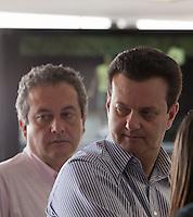 SAO PAULO, SP, 28 DE JANEIRO DE 2012 - CENTRO DE CONTROLE INTEGRADO 24H - O prefeito de Sao Paulo Gilberto Kassab ao lado do Secretario de Coordenacao da Subprefeituras, Ronaldo Camargo, durante visita ao centro de Controle Integrado 24h. na da Secretaria Municipal de Coordenacao das Subprefeituras na manha deste sabado, 28. FOTO RICARDO LOU - NEWS FREE