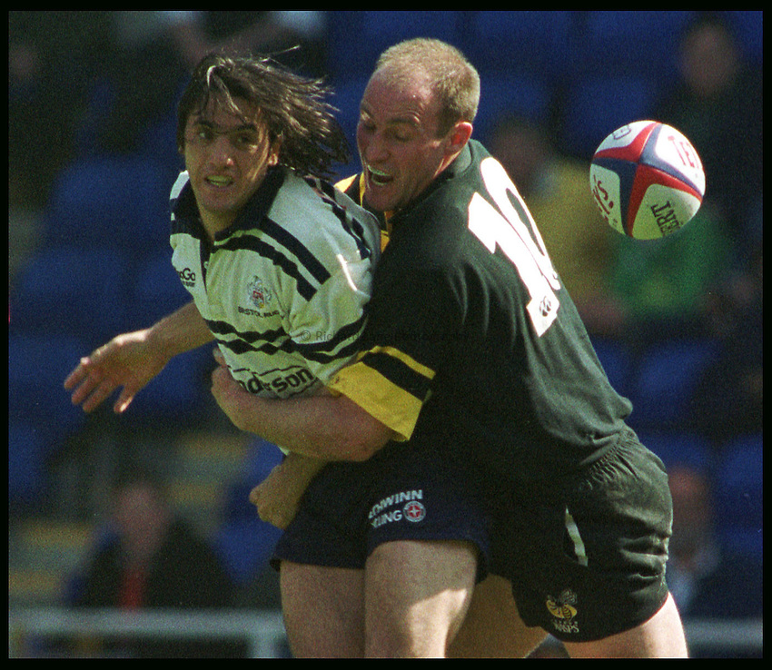 Photo: Phil Brown .Augustin Pichot of Bristol gets his pass away before Alex King of Wasps can stop him in the Tetley's Cup Semi Final at Reading on Saturday.
