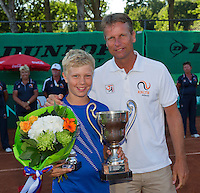 Netherlands, Rotterdam August 08, 2015, Tennis,  National Junior Championships, NJK, TV Victoria, Price giving, winner boys 12 years  Bastiaan Weststrate with Jan Siemerink<br /> Photo: Tennisimages/Henk Koster
