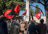 Milano, 25 Aprile 2016, Cimitero Maggiore, Campo della Gloria. &ldquo;Porta un fiore al partigiano&rdquo; iniziativa organizzata da ANPI per commemorare i partigiani caduti nella lotta per la Liberazione dal nazi-fascismo.<br /> Milan, April 25, 2016, Musocco Cemetery, Field of Glory. &quot;Bring a flower to the partisan&quot; initiative organized by ANPI to commemorate the partisans who fell in the struggle for Liberation from nazi-fascism.