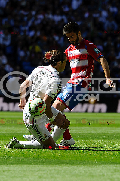 Real Madrid´s Gareth Bale and Granada´s Francisco Rico during 2014-15 La Liga match between Real Madrid and Granada at Santiago Bernabeu stadium in Madrid, Spain. April 05, 2015. (ALTERPHOTOS/Luis Fernandez) /NORTEphoto.com