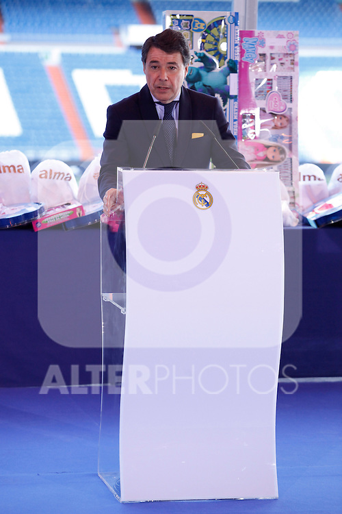 Madrid´s Mayor Ignacio Gonzalez attends the presentation of No kids without a present on Christmas campaign at Bernabeu stadium in Madrid, Spain. December 16, 2013. (ALTERPHOTOS/Victor Blanco)