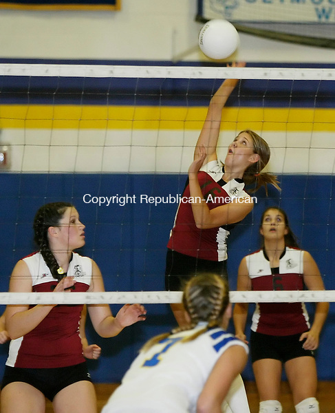 SEYMOUR, CT 25 October 2005 -102505BZ06-   Torrington #16, Amber Kilmer goes for a shot against Seymour High during their game in Seymour Tuesday. <br /> Jamison C. Bazinet Republican-American