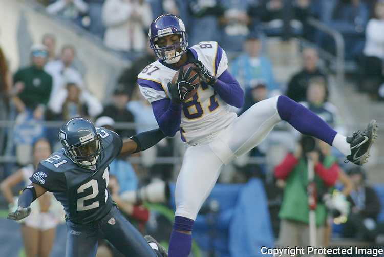 Minnesota Vikings wide receiver Marcus Robinson ,right, catches a pass for a touchdown against defending corner back Kelly jennings in the second quarter Sunday at Qwest Field in Seattle on October 22, 2006.  (UPI Photo/Jim Bryant).