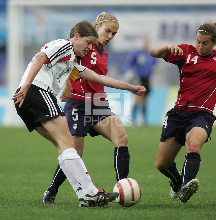 MAR 15, 2006: Faro, Portugal:  Kerstin Garefrekes, Amy Lepeilbet, Lindsay Tarpley