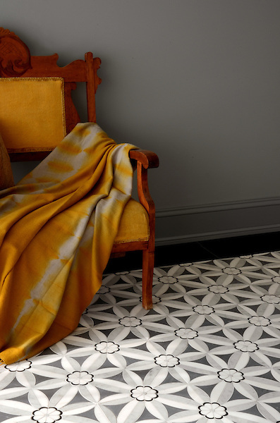 Edie, a stone mosaic shown in Nero, Bardiglio, Thassos and Carrara, is part of the Silk Road Collection by Sara Baldwin for New Ravenna Mosaics.