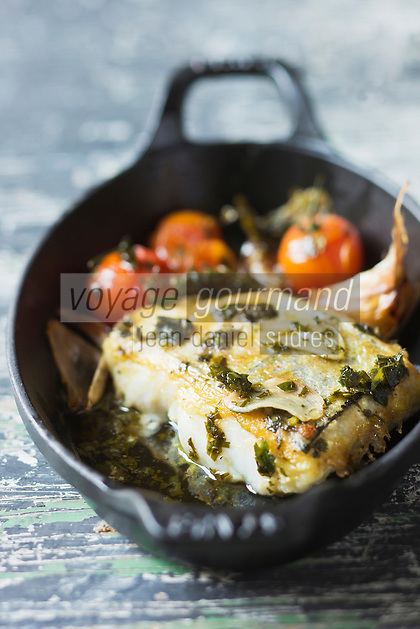 Merlu frit à l'ail, tomates et piment d'Espelette - recette de Christian Constant EXCLU: EDITION LIVRE CUISINE DU SUD-OUEST