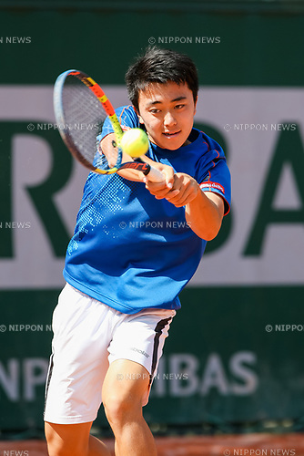 Yuta Shimizu (JPN), JUNE 5, 2017 - Tennis : Yuta Shimizu of Japan during the Boy's singles first round match of the French Open tennis tournament against Timofey Skatov of Russia at the Roland Garros in Paris, France. (Photo by AFLO)