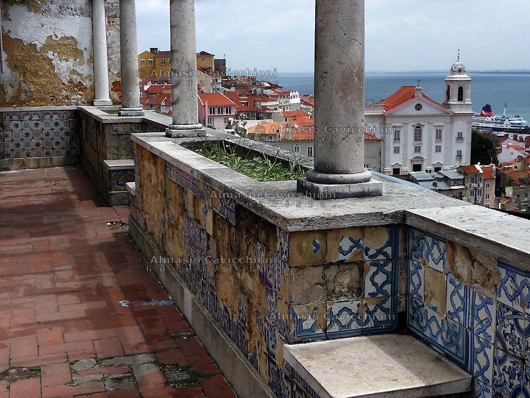 LISBONA Portogallo:  mirador de Santa Lucia.LISBON, Portugal:  mirador Santa Lucia...