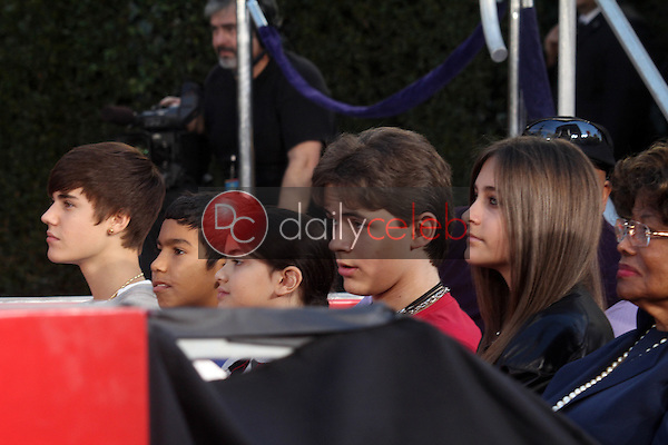 Justin Bieber, Blanket Jackson, Prince Jackson, Paris Jackson, Katherine Jackson<br />