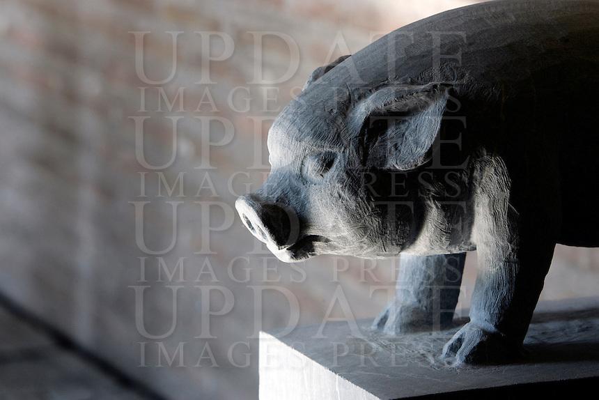 """Una statua di pietra raffigurante uno degli animali dello zodiaco cinese, parte della grande installazione """"Pechino 2008: il tempo, gli animali, la storia"""", dell'artista cinese Huang Rui, al Museo delle Mura di Porta San Sebastiano, Roma, 8 febbraio 2008..A stone carving representing one of the animals of the Chinese zodiac, part of the large-scale installation """"Beijing 2008: Animal time in Chinese history"""" by the Chinese artist Huang Rui, at Rome's Wall Museum of St. Sebastien's Door, 8 february 2008..UPDATE IMAGES PRESS/Riccardo De Luca"""