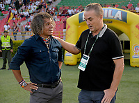 IBAGUÉ - COLOMBIA, 04-09-2018: Alberto Gamero, técnico del Tolima, conversa con Nestor Craviotto, técnico del Huila previo al encuentro entre Deportes Tolima y Atletico Huila por la fecha 8 de la Liga Águila II 2018 jugado en el estadio Manuel Murillo Toro de Ibagué. / Alberto Gamero, coach of Tolima, talks with Nestor Craviotto, coach of Huila prior the match between Deportes Tolima and Atletico Huila for date 8 of the Aguila League II 2018 played at Manuel Murillo Toro stadium in Ibague city. Photo: VizzorImage / Juan Carlos Escobar / Cont