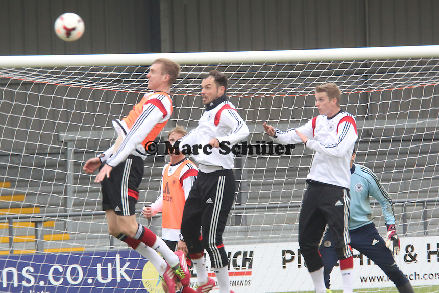 "Per Mertesacker, Heiko Westermann, Sven Bender (D) - Training der Nationalmannschaft in ""The Hive"" vom Barnet FC"