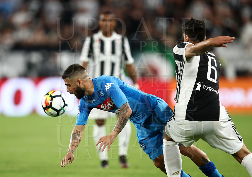 Calcio, Serie A: Juventus - Napoli, Torino, Allianz Stadium, 22 aprile, 2018.<br /> Napoli's Lorenzo Insigne (l) in action with Juventu's Sami Khedira (r) during the Italian Serie A football match between Juventus and Napoli at Torino's Allianz stadium, April 22, 2018.<br /> UPDATE IMAGES PRESS/Isabella Bonotto