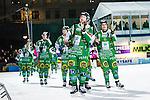 Stockholm 2014-03-05 Bandy SM-semifinal 3 Hammarby IF - V&auml;ster&aring;s SK :  <br /> Hammarbys Stefan Erixon med lagkamrater tackar publiken etfer matchen<br /> (Foto: Kenta J&ouml;nsson) Nyckelord:  VSK Bajen HIF glad gl&auml;dje lycka leende ler le jubel gl&auml;dje lycka glad happy