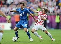 FUSSBALL  EUROPAMEISTERSCHAFT 2012   VORRUNDE Italien - Kroatien                    14.06.2012 Andrea Pirlo (li, Italien) gegen Luka Modric (re, Kroatien)