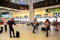 RIO DE JANEIRO, RJ, 05 DE JUNHO DE 2013 -MOVIMENTA&Ccedil;&Atilde;O NO AEROPORTO SANTOS DUMONT-RJ- Ap&oacute;s nevoeiro na parte da manh&atilde; e queda de luz a tarde, o Aeroporto Santos Dumont volta a funcionar nomalmente, no centro do Rio de Janeiro.<br />  FOTO:MARCELO FONSECA/BRAZIL PHOTO PRESS
