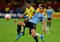 BUCARAMANGA - COLOMBIA, 06-02-2020: Pedrinho Pedro Delmino de Brasil disputa el balón con Jose Luis Rodriguez de Uruguay durante partido entre Brasil U-23 Y Uruguay U-23 por el cuadrangular final como parte del torneo CONMEBOL Preolímpico Colombia 2020 jugado en el estadio Alfonso Lopez en Bucaramanga, Colombia. / Pedrinho Pedro Delmino of Brazil fights the ball with Jose Luis Rodriguez of Uruguay during the match between Brazil U-23 and Uruguay U-23 for the final quadrangular as part of CONMEBOL Pre-Olympic Tournament Colombia 2020 played at Alfonso Lopez stadium in Bucaramanga, Colombia. Photo: VizzorImage / Julian Medina / Cont