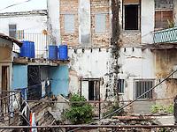 HAVANA-CUBA - 15.10.2016: Vista interna de conjunto de casas na região central de Havana.  (Foto: Bete Marques/Brazil Photo Press)