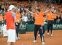 21-9-08, Netherlands, Apeldoorn, Tennis, Daviscup NL-Zuid Korea, :  First teammember Robin Haase gets the full load of champagne from matchwinner Thiemo de Bakker