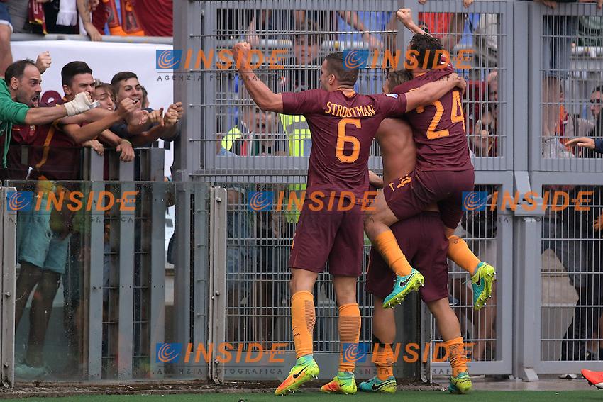 Esultanza dopo il gol di Francesco Totti Roma. Goal celebration.<br /> Roma 11-09-2016  Stadio Olimpico<br /> Campionato Serie A,<br /> AS Roma - Sampdoria<br /> Foto Antonietta Baldassarre / Insidefoto