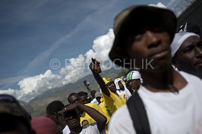 © Remi OCHLIK/IP3 - Port Au Prince on 2010 november 10 - Haitians supporters of presidential election candidate Jude Celestin attends to a rally - meeting - Celestin is President RenePreval s hand picked successor