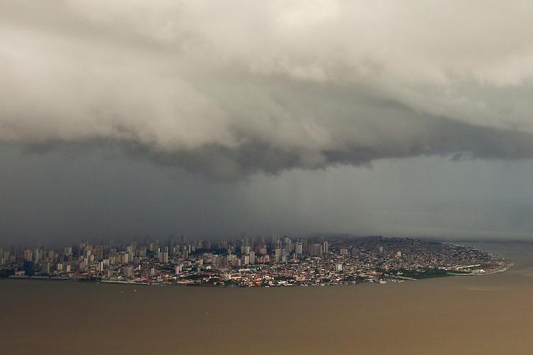 Chuvas cai na cidade de Belém e região das ilhas.<br /> Belém, Pará, Brasil.<br /> Foto Paulo Santos<br /> 24/11/2013