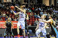 GRONINGEN - Basketbal, Donar - Den Helder Suns, Dutch Basketbal League, seizoen 2018-2019, 20-04-2019, Donar speler Thomas Koenes met Den Helder speler Boy van Vliet