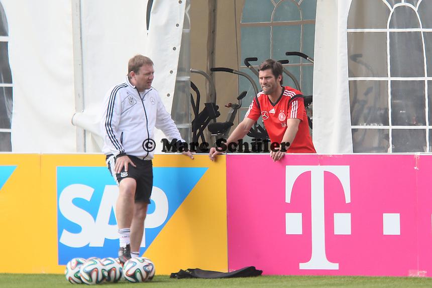 Fitnesstrainer Shad Forsythe vor dem Fitnesszelt - Testspiel der Deutschen Nationalmannschaft gegen die U20 zur WM-Vorbereitung in St. Martin
