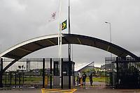 SAO PAULO, 22 DE FEVEREIRO DE 2013. - Treino do Corinthians  - com Bandeiras do Brasil e do Corinthians à meio mastro ao fundo, Chuva alaga CT joaquin Grava na zona leste de São Paulo, na tarde desta sexta feira , 22. (FOTO: ALAN MORICI / BRAZIL PHOTO PRESS).