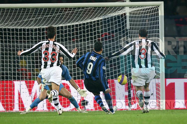 Julio Cruz of Inter scores