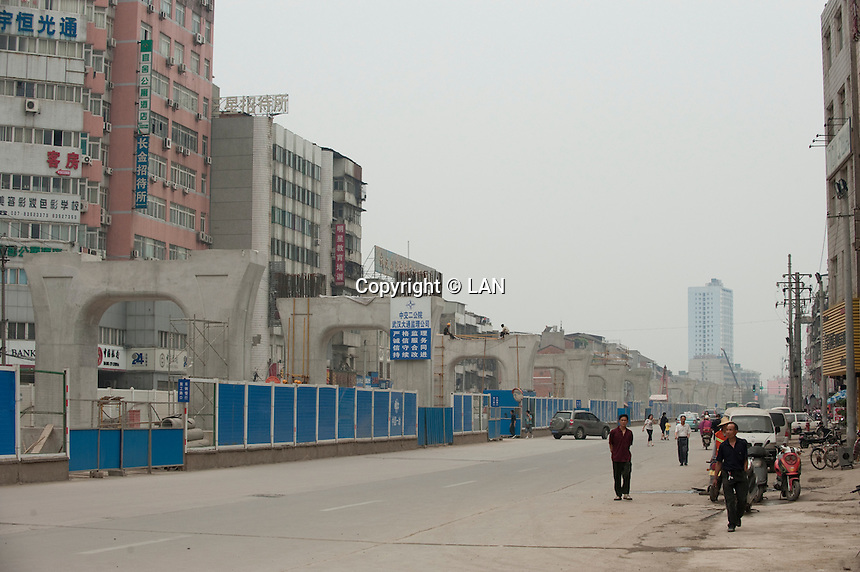 Daytime landscape view of construction of the Wuhan Metro Line Number Three on Fa Zhan Da Dao near the Hankou Railway Station in Hànkǒu in the Jiānghàn Qū in Hubei Province.  © LAN