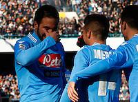 Dries Mertens  esultacon  Gonzalo Higuain  dopo il primo gol durante l'incontro di calcio di Serie A  Napoli Sampdoria allo  Stadio San Paolo  di Napoli , 6 gennaio 2014