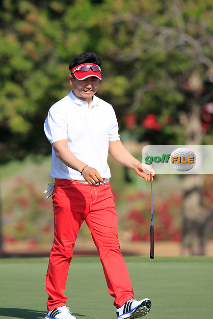 Y.E.Yang (KOR) sinks his putt on the 1st green during Friday's Round 2 of the Abu Dhabi HSBC Golf Championship 2015 held at the Abu Dhabi Golf Course, United Arab Emirates. 16th January 2015.<br /> Picture: Eoin Clarke www.golffile.ie