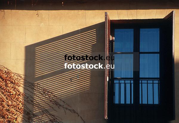 shadow of a brown wood slatted shutters<br /> <br /> sombra de una persiana marrón<br /> <br /> Schatten eines braunen Fensterladens<br /> <br /> 3622 x 2480 px<br /> Original: 35 mm slide transparency