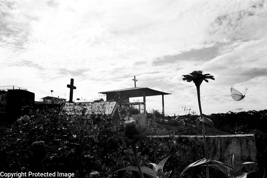 Cemetery.Small town in southern Colombia, it is a paramilitary stonghold..La Hormiga, Colombia 2003.<br />