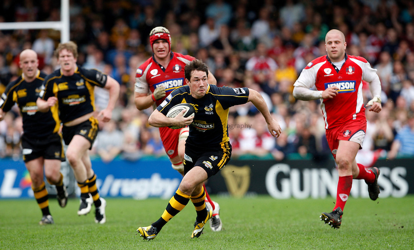 Photo: Richard Lane/Richard Lane Photography..London Wasps v Gloucester Rugby. Guinness Premiership. 04/05/2008. Wasps' Tom Voyce attacks.