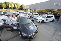 IJSHOCKEY: HEERENVEEN: Uitreiking sponsorauto's bij Opel dealer Siton in Heerenveen aan een selectie van ijshockeyspelers en de coach van de UNIS Flyers, v.l.n.r. Kevin Nijland, Ronald Wurm, Marco Postma, Yan Turcotte, coach Mike Nason, Pipo Limnell, ©foto Martin de Jong